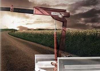 Caminhão com guindaste
